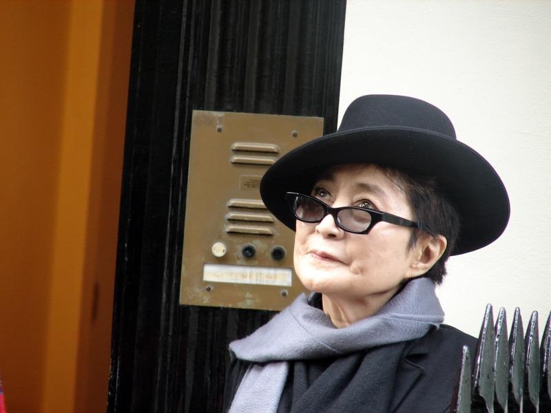 #PareceBromaPero Yoko Ono visita México