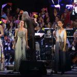 Despacito para orquesta, coro, solistas de ópera y hueso molero